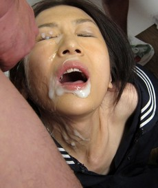 Pretty asian college girl sucked..