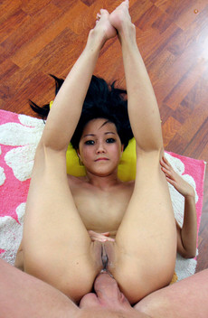 18 Year Old asian Tight anal This..